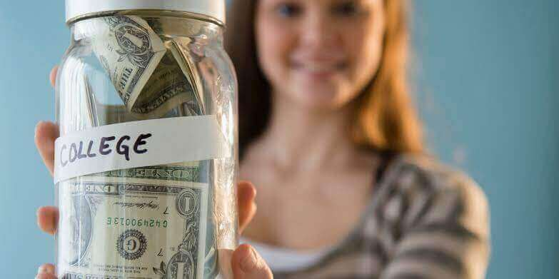 SOME BASIC BUDGET TIPS TO HELP YOU SAVE MONEY WHILE STUDYING ABROAD